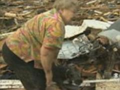 Oklahoma tornado 2013: Video shows touching moment woman finds dog in the rubble