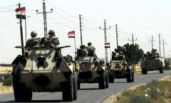 Egyptian army blocks Sinai in hunt for Islamists